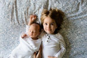Как помочь новорожденному ребенку дольше спать ночью?